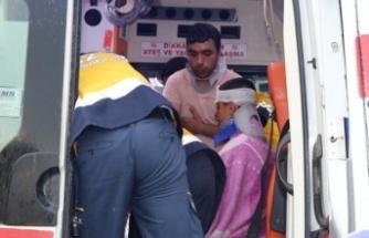 İşçileri memleketine götüren minibüs çekiciye çarptı: 14 yaralı