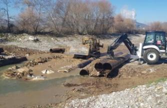 Yatağan Belediyesi bozulan yolları onarıyor