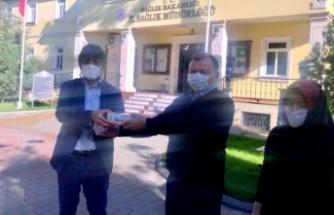 İl Sağlık Müdürlüğünden berberlere maske, eldiven ve dezenfektan desteği
