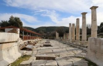 Stratonikeia'da kaçak kazıya suçüstü