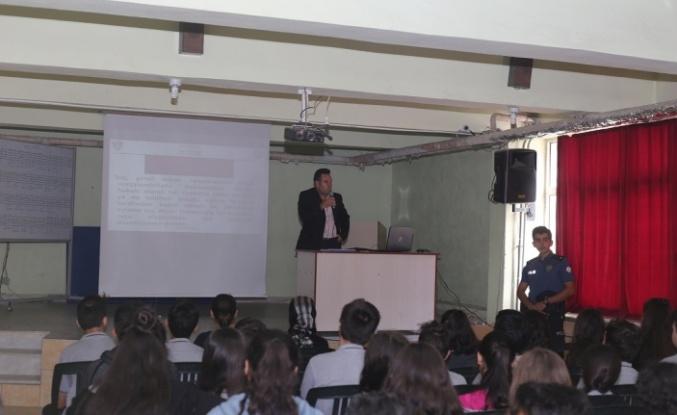 """Polisten """"Kişisel güvenlik ve suçtan korunma"""" semineri"""