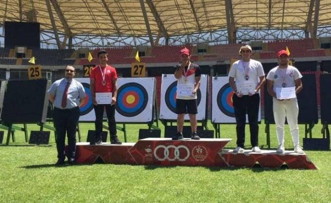 Songül ve Emircan'dan 1 altın, 1 gümüş madalya