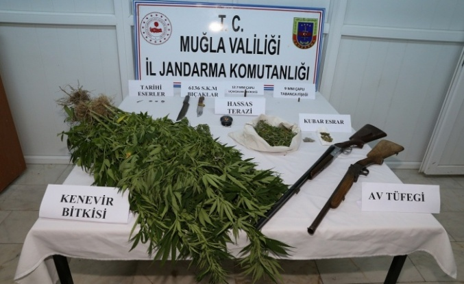 Jandarmanın uyuşturucu ve tarihi eser operasyonunda baba-oğul tutuklandı