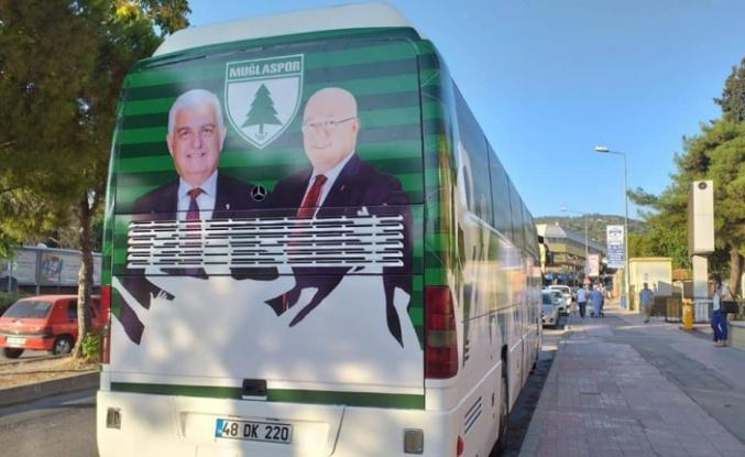 Takım otobüsündeki Gürün ve Gümüş fotoğrafları, istifaya sebep oldu