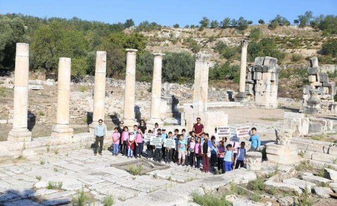 Dünya Yürüyüş Günü'nde 3 bin 500 yıllık kenti gezdiler