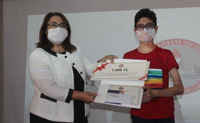 Türkiye birincisi Muğla'nın başarılı öğrencileri ödüllendirildi