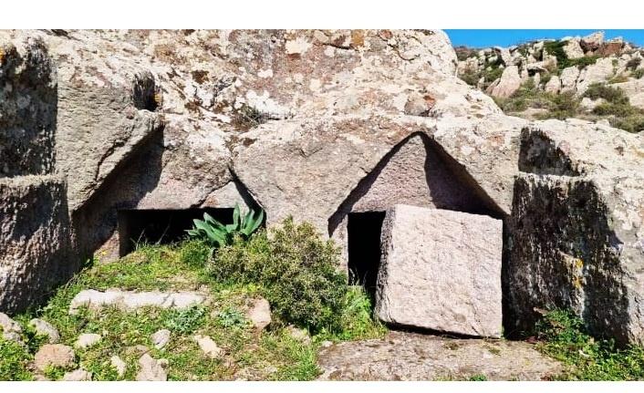 Termera Antik Kenti'ndeki kaya mezarlarını talan ettiler