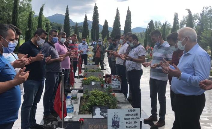 Yatağan maden işçileri, Soma şehitlerini mezarı başında andı