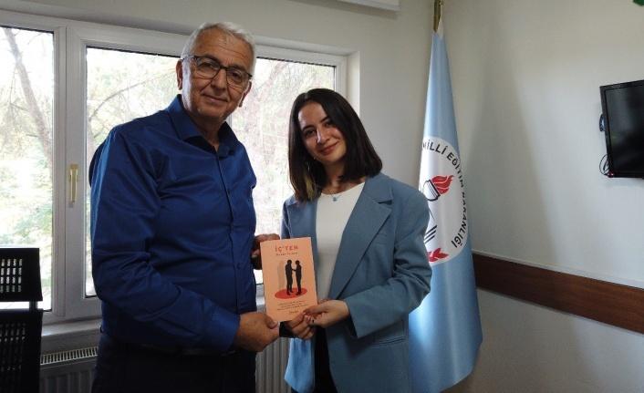 18 Yaşında İlk Şiir Kitabını Yazan Yatağanlı Perihan İlçe Müdürü Alemdar'a ziyaret.
